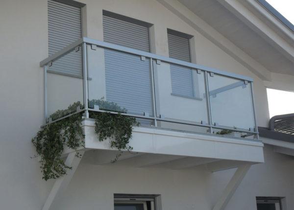 Ringhiera in alluminio e vetro